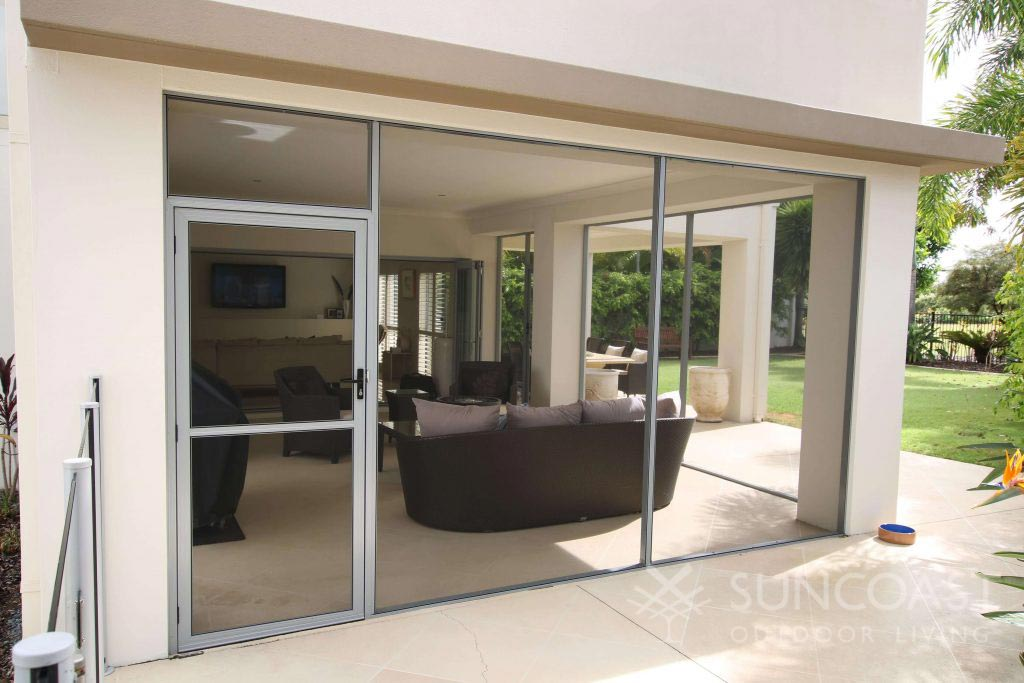 Screened lounge enclosure